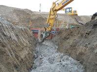 山での工事は岩盤との闘いです。